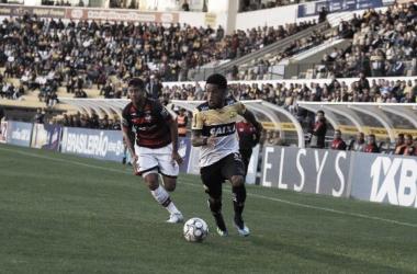 Vitor Feijão foi o responsável por deixar tudo igual nos acréscimos (foto: Divulgação/Criciúma EC)