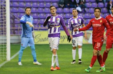 Juan Villar muestra su desperación por no ser capaz de hacer gol. (Foto: Real Valladolid).