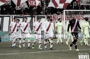 Los jugadores saltando al campo. | Foto: María Olmo (VAVEL)