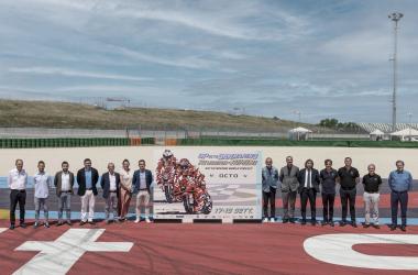 """<a href=""""https://www.misanocircuit.com/gp-octo-di-san-marino-e-della-riviera-di-rimini-ecco-il-poster-2021-firmato-da-aldo-drudi/"""">&nbsp;Misano World Circuit (misanocircuit.com)</a>"""