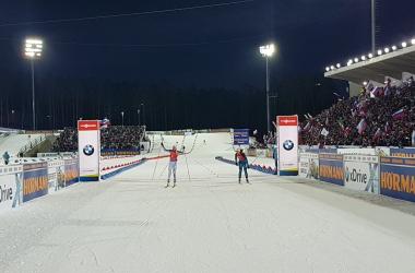 Le finish entre Kaisa Makarainen et Anais Bescond. (Twitter: @IBU_WC)
