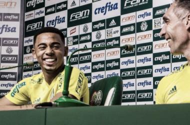 Fernando Prass e Gabriel Jesus lado a lado na coletiva de imprensa (Foto: Henrique Corrêa/VAVEL Brasil)