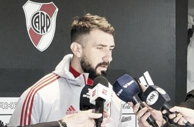 Pratto frente a los micrófonos (Foto: Prensa River)