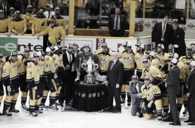Nashville players and coaches pose with the Clarence Campbell trophy after winning the Western Conference championship/Photo: Mark Humphrey/Associated Press