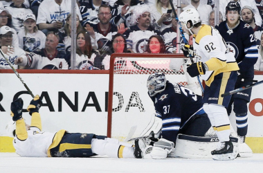 The Nashville Predators' Filip Forsberg scores against the Jets' Connor Hellebuyck in Game 6. (Photo: John Woods, The Canadian Press via AP)