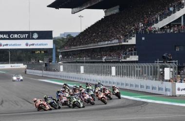 Salida de MotoGP en el Gran Premio de Tailandia 2018. Fuente: motogp.com