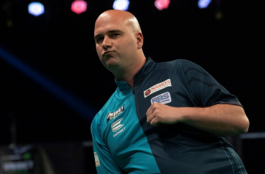 Rob Cross won the battle of the elimated two players as he defeats Glen Durrant on Night Nine of the Premier League Darts (Photo PDC/Lawrence Lustig)
