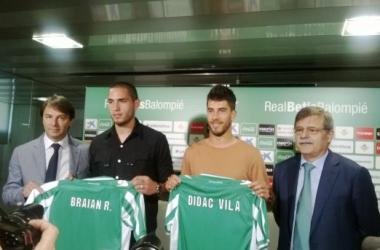 Stosic y Jose Antonio Bosch se encargaron de presentar a los futbolistas. (Foto: Manuel Pedrero | VAVEL).