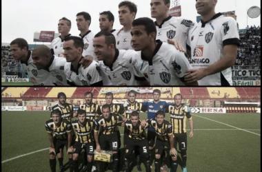 Las formaciones de ambos equipos en el actual campeonato. | Fotos: Ferrodemivida.com y Clubsantamarina.com