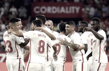 Previa Sevilla - Barcelona: primer título de la temporada en juego
