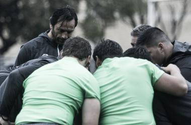 Foto: máxima concentración para Raúl Pérez y sus dirigidos durante el Captain's Run celebrado hoy en Olivos Rugby Club. Crédito: Jaguares (Twitter).