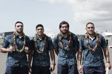 Dan Bowden, Murphy Taramai, Steven Luatua y Ofa Tu'ungafasi, de Blues, recién llegados a Apia para en juego que marcará un antes y un después en Samoa. (Samoa Observer).