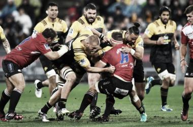 Jaco Kriel, figura indiscutida de Lions pero ausente por lesión desde septiembre último, es tacleado durante la final del 2016. Crédito: SA Rugby Mag.