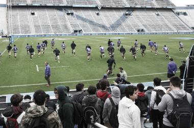 En un clima distendido y rodeado de jóvenes fanáticos, el representativo argentino llevó a cabo el tradicional Captain's Run, en Vélez. Crédito: La Nación.