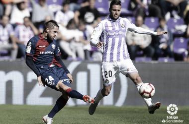 Jorge Miramón junto a un jugador del Valladolid | Foto: LaLiga