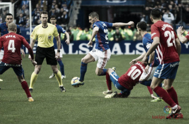 El árbitro del derbi, para otro partido con historia. | Imagen: LaLiga.