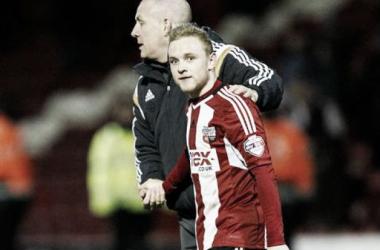 Warburton congratulating Alex Pritchard during his highly impressive season at Brentford. (Photo: Brentfordfc.co.uk)