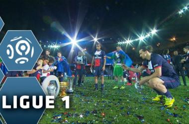 El PSG celebrando sus títulos (www.youtube.com)