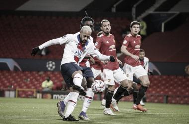 Neymar marca duas vezes, PSG aproveita falhas do Manchester United e vence no Old Trafford
