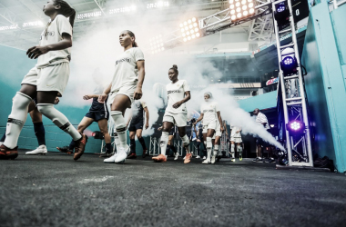 Paris Saint-Germain and North Carolina Courage emerge from the tunnel before the match. | Photo: Jonathan Willey