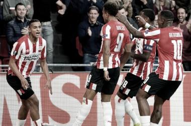 PSV aproveita problemas defensivos do Sporting e vence na estreia da Europa League
