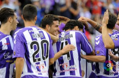 El equipo celebra un tanto ante el Mirandés. (Fotografía: Real Valladolid).