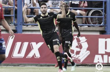 Antonio Puertas, máximo goleador nazarí, celebra uno de sus tantos en Almendralejo. Imagen: LaLiga