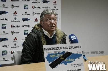 Adolfo Pulgar atendiendo a los medios de comunicación en un partido de la pasada temporada | Foto: Bibi Peón - VAVEL