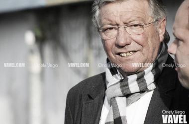 Adolfo Pulgar antes del partido charlando con José Alberto López | Foto: Onely Vega - VAVEL