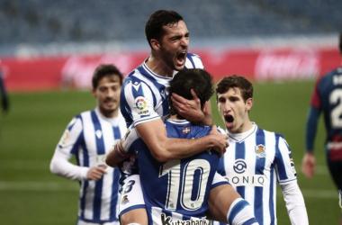 Los jugadores de la Real celebran el gol de Merino // Foto: Real Sociedad