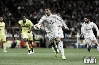 Cristiano Ronaldo conduce el balón en un partido contra el Villarreal C.F | Foto: VAVEL