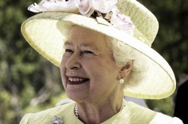 La reina Isabel II (Foto: wallpapermaven.com)