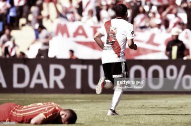 Quintero sale a gritar su primer gol de la tarde mendocina y en el piso lo sufre Huth, Foto: Getty images