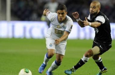 Porto vence Vitória de Guimarães e mantém a liderança na Liga Sagres