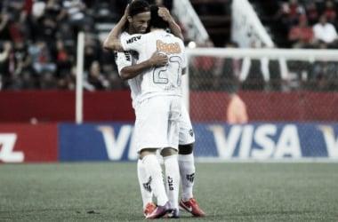 R10 e Luan nos tempos de Galo (Foto:Ramiro Fuente/AFP)