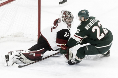 Arizona Coyotes' goalie Antti Raanta robs Nino Niederreiter in the 4-3 win over Minnesota Wild. (Photo: Tyler Mason AP)