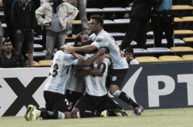 Racing vence Rosario Central, e fica próximo do título do Torneo de Transición