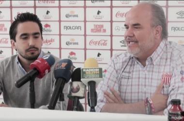Santiago Tinajero fue presentado por Jaime González (Foto: Radio BI)