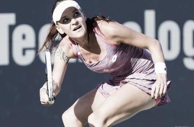 Radwanska después de golpear una bola | Foto: Stephen Furst - VAVEL