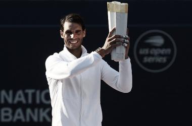 Rafa Nadal posa con el trofeo de campeón del Masters 1000 de Canadá 2018. Foto: gettyimages.es