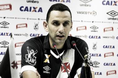Zagueiro é apresentado em São Januário (Foto: Paulo Fernandes/Vasco.com.br)