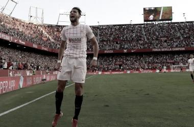 Rafa Mir celebra su gol ayer en el Pizjuán. - Diario de Sevilla