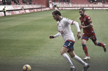 Rafa intentando despejar el balón en Soria. Fotografía; Noelia Arroyo (Vavel)