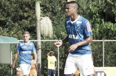 """Artilheiro celeste na temporada, Rafael Silva exalta concorrente Willian: """"Ele é muito inteligente"""""""