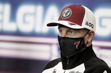 Kimi Raikkonen durante la rueda de prensa del GG.PP. de Bélgica 2021. / Fuente: F1