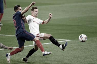 Rakitic y Koke en la lucha por el balón / @SevillaFC (Twitter)
