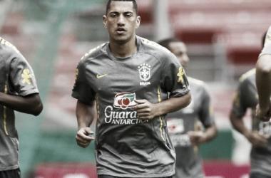 Ex-Corinthians, Ralf é oferecido ao Atlético-MG, mas pedida salarial dificulta negociação