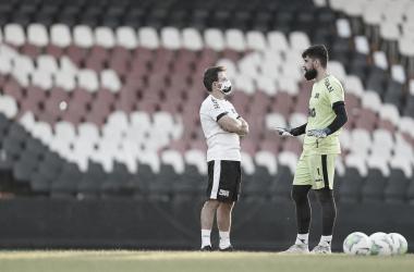 Com uma das defesas menos vazadas, Vasco enfrenta Atlético-GO para voltar ao G-4