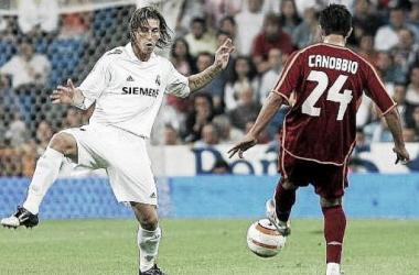 Cannobio, ante Sergio Ramos, en la victoria del Celta en el Bernabéu (2006) | foto: AFP.