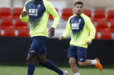 Adrián Ramos y Salvador Agra en el entrenamiento de este lunes. Foto: Pepe Villoslada - Granada CF